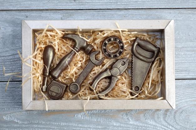 Ferramentas de serralheiro em chocolate. Foto Premium
