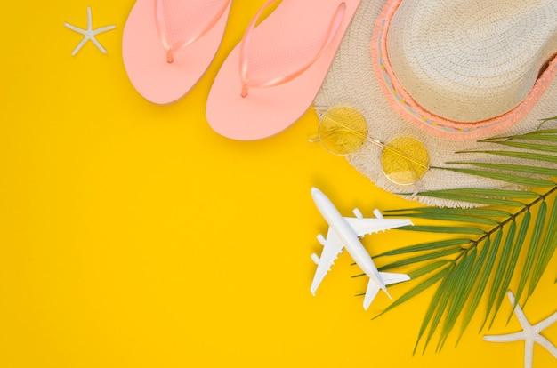 Ferramentas de viagem de verão preparadas Foto gratuita