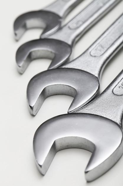 Ferramentas para chaves de aço Foto gratuita