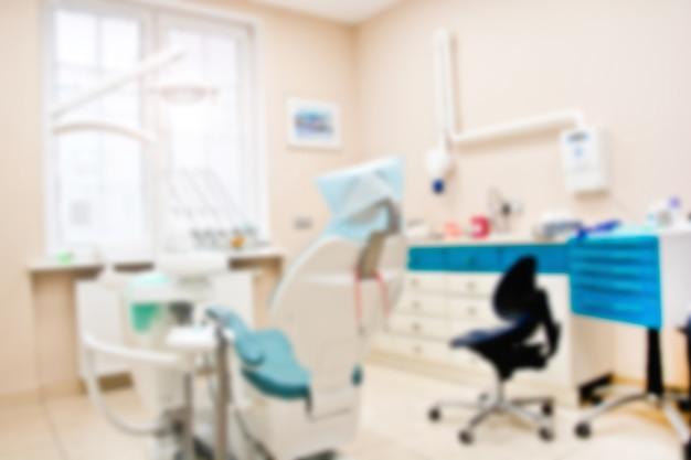 Ferramentas profissionais de dentista no consultório odontológico. Foto gratuita