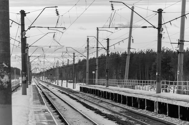 Ferrovia, com, aproximar, trem passageiro elétrico Foto Premium