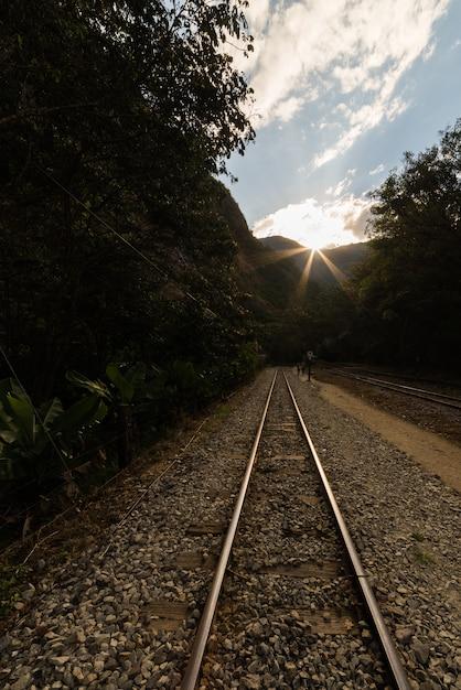Ferrovia para a vila de machu picchu, peru Foto Premium