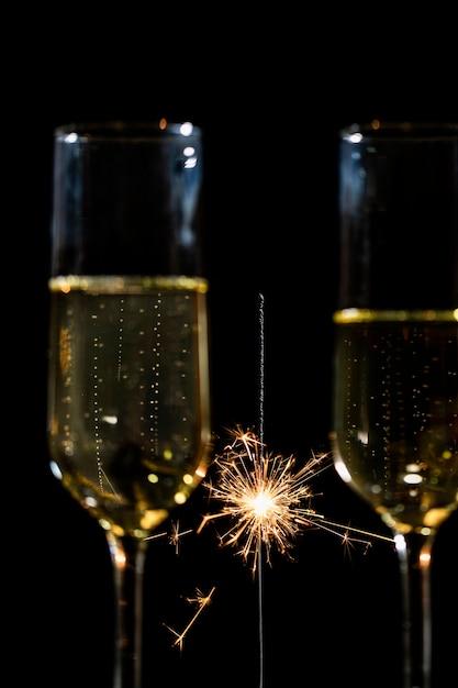 Festa de ano novo com champanhe Foto gratuita