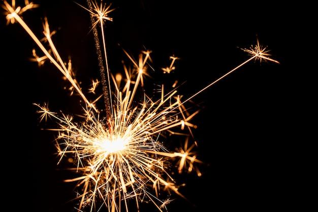 Festa de ano novo de cópia-espaço com fogos de artifício Foto gratuita
