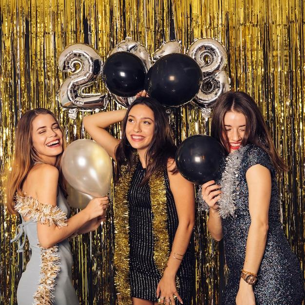 Festa do clube de ano novo com balões Foto gratuita