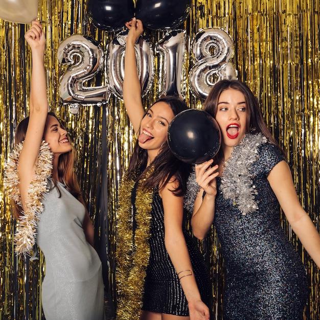 Festa do clube do ano novo com meninas Foto gratuita