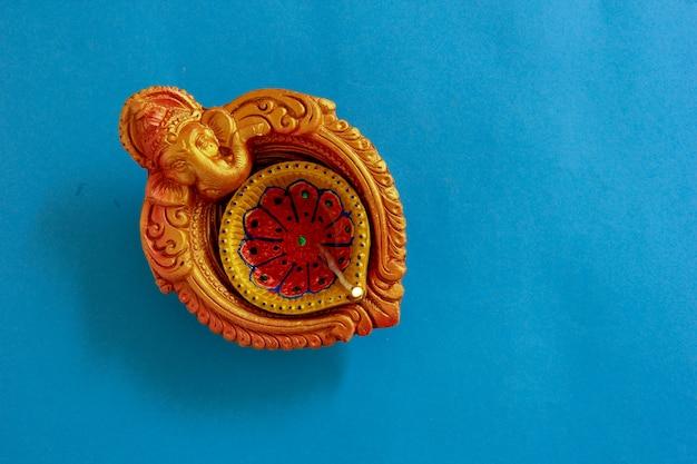 Festival indiano diwali, lâmpada de diwali Foto Premium