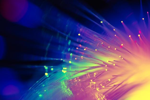 Fibra ótica de luz colorida, tecnologia de alta velocidade de telecomunicação digital para segundo plano. Foto Premium