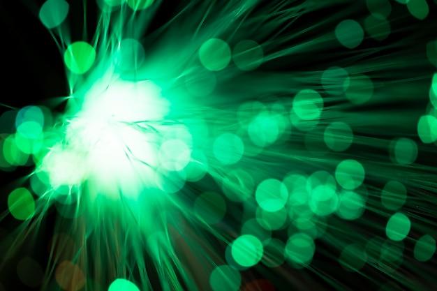 Fibras ópticas digitais em tons de verde turva Foto gratuita