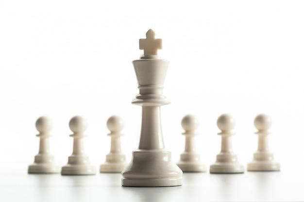 Figura de xadrez isolada no branco Foto Premium