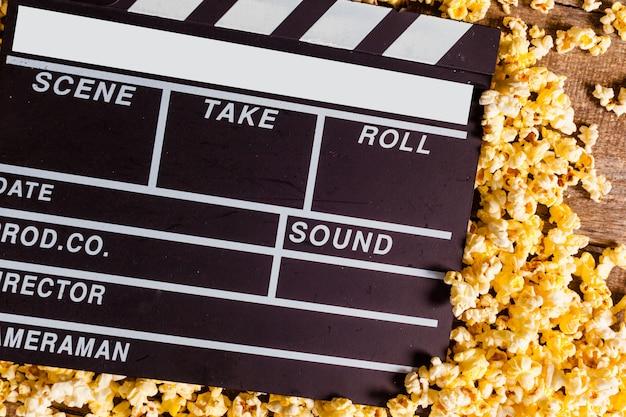 Filme claquete e pipoca Foto Premium