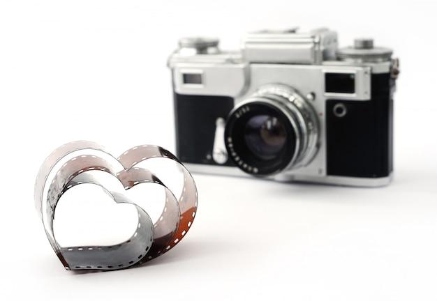 Filme em forma de coração no fundo da câmera de filme retrô Foto Premium