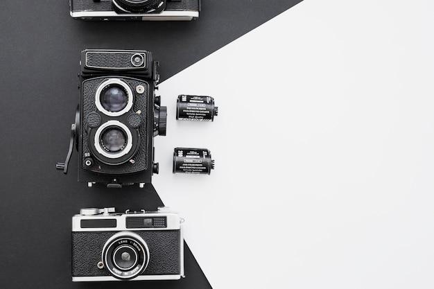 Filme fotográfico perto de câmeras Foto gratuita