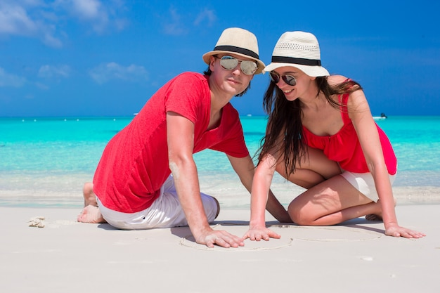 Fim, cima, par, tropicais, branca, praia Foto Premium