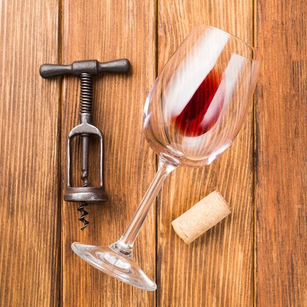 Fim, cima, vidro, vermelho, vinho, madeira, fundo Foto gratuita