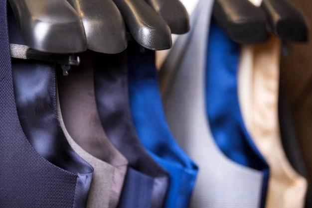 Fim da veste dos homens à moda acima. Foto Premium