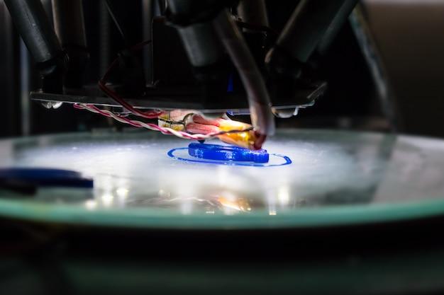Fim do processo de impressão 3d acima. impressora 3d tridimensional automática Foto Premium