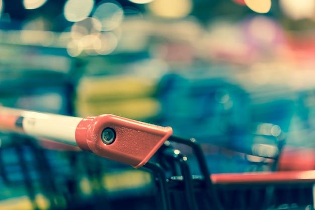 Fim retro do carrinho de compras acima. Foto Premium
