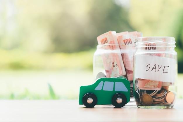 Finanças e empréstimo de carro economizando dinheiro para um carro. Foto Premium