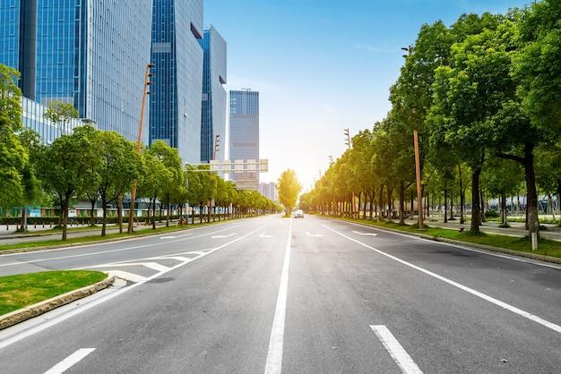 Financial center road e prédio de escritórios Foto Premium