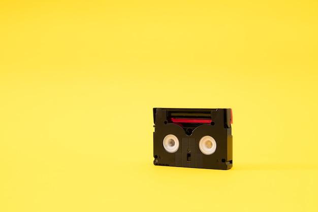 Fita cassete mini dv usada para gravar vídeo no passado. Foto Premium
