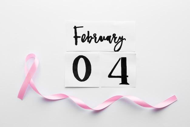 Fita cor-de-rosa em 4 de fevereiro escrita Foto gratuita
