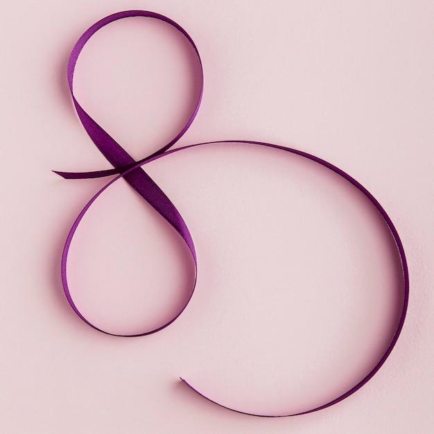 Fita violeta para vista superior de 8 de março Foto gratuita