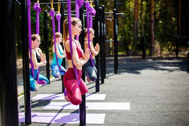 Fitness, esportes, treino, yoga e pessoas Foto Premium