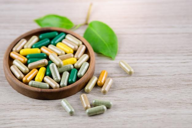 Fitoterapia alternativo, vitaminas e suplementos naturais Foto Premium