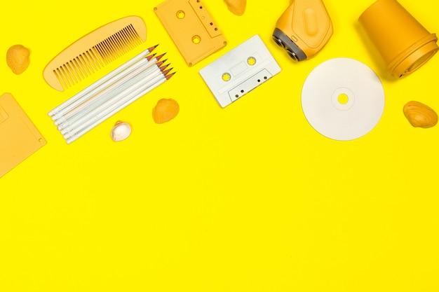 Flat criativo com acessórios dos anos 80 Foto Premium