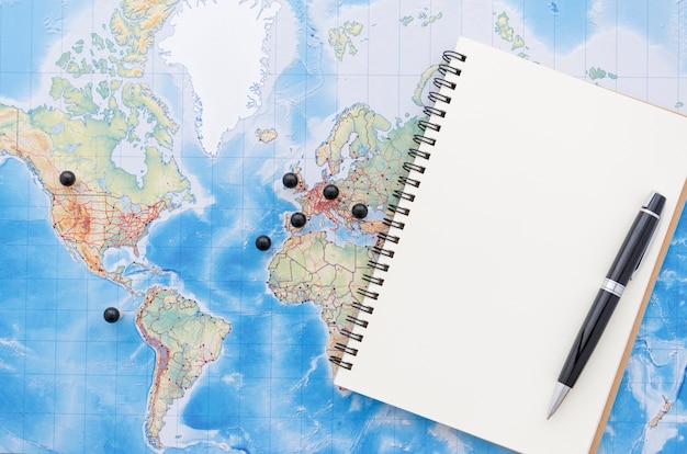 Flat lay de planejamento de viagem Foto gratuita