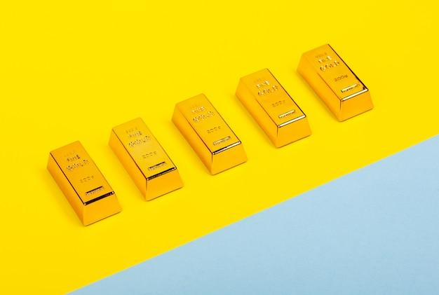Flat leigos com barras de ouro Foto Premium