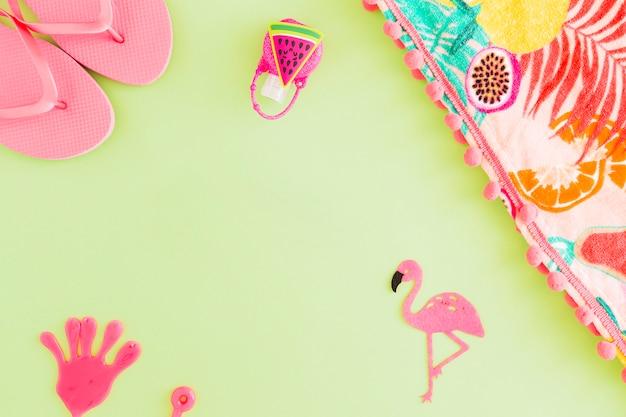 Flat leigos de acessórios de praia de verão Foto gratuita