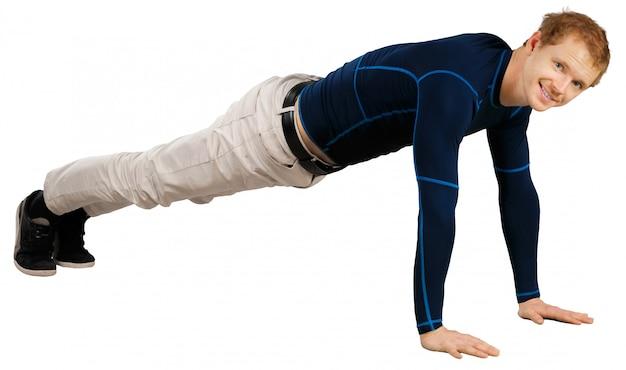 Flexível desportivo jovem fazendo exercícios de alongamento isolados no branco Foto Premium