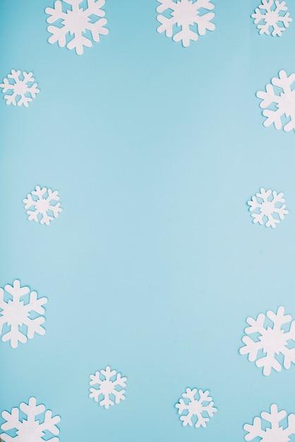 Flocos de neve de papel branco Foto gratuita