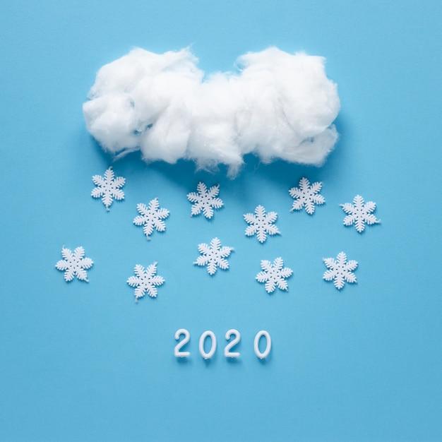 Flocos de neve feitos à mão e nuvem Foto gratuita