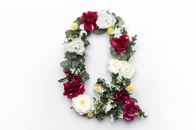 Flor carta q monograma floral foto gratuita Foto gratuita