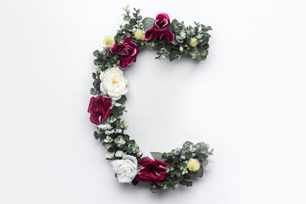 Flor letra c monograma floral foto gratuita Foto gratuita