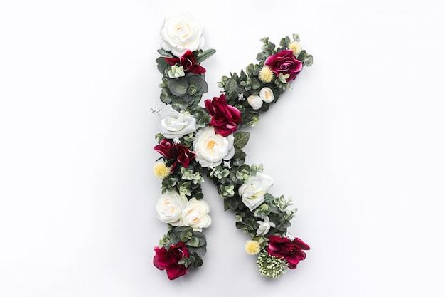Flor letra k monograma floral foto gratuita Foto gratuita