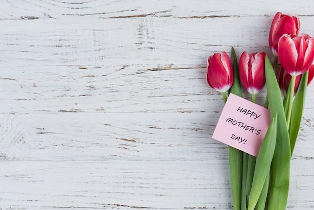 Flores bonitas e cartão para o dia de mãe Foto gratuita