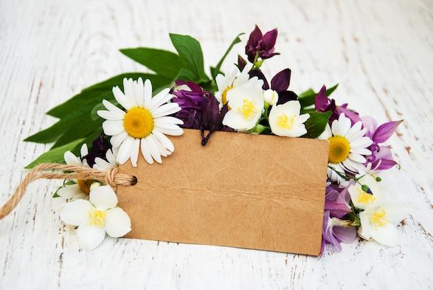 Flores com tag vintage Foto Premium