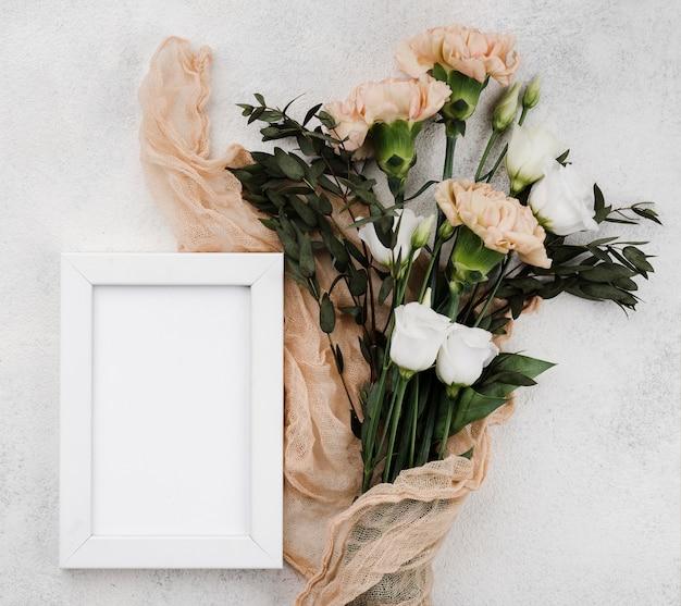 Flores de casamento vista superior com moldura Foto gratuita