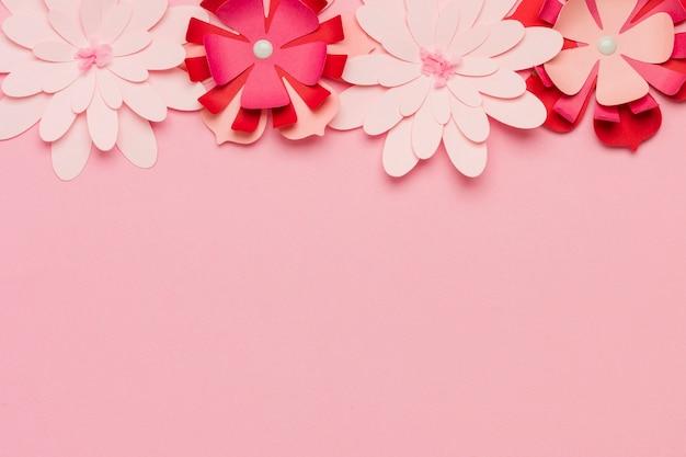 Flores de primavera de papel multicolorido Foto gratuita