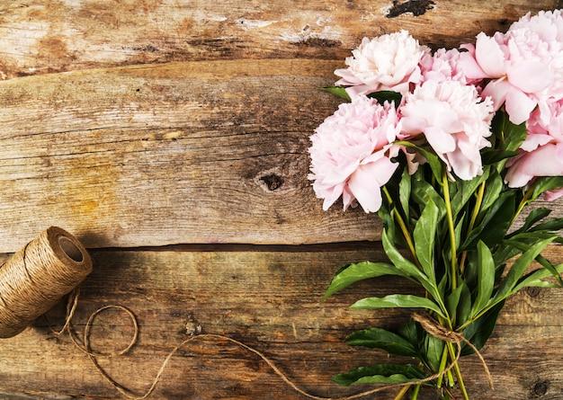 Flores frescas lindas peônia Foto gratuita