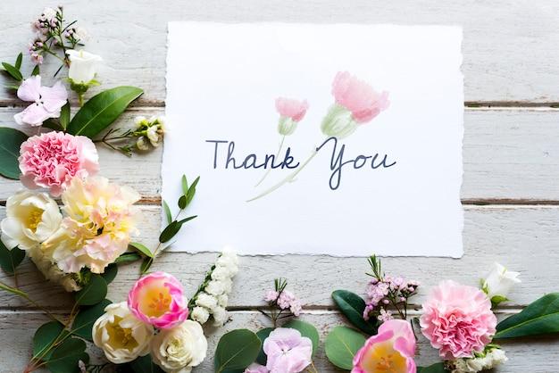 Flores withthank desejando cartão Foto Premium