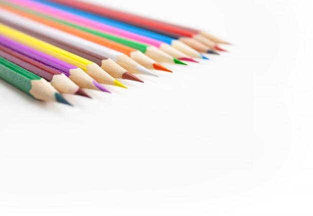 Foco seletivo nas pontas dos lápis de cor Foto Premium