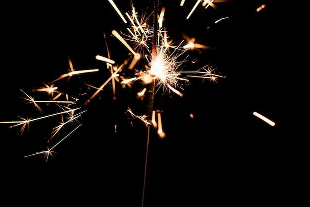 Fogos de artifício à meia-noite no ano novo Foto gratuita