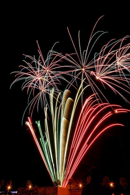 Fogos de artifício à noite Foto Premium