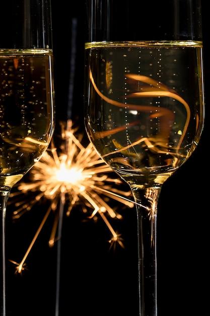 Fogos de artifício de close-up e tempo de champanhe Foto gratuita