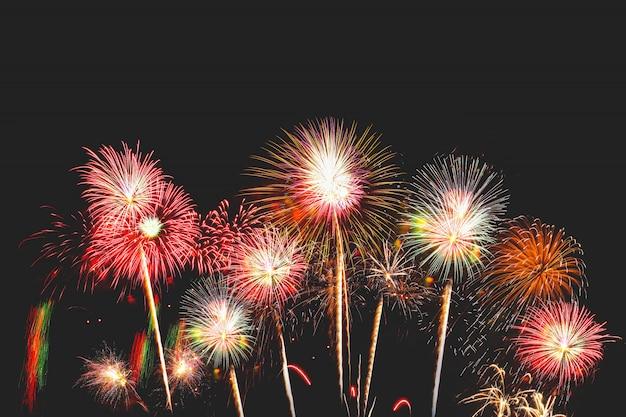 Fogos de artifício de véspera de ano novo tem espaço escreva uma mensagem Foto Premium
